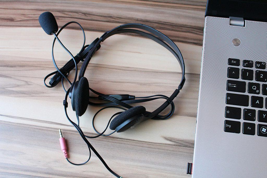 Headset for online tutoring